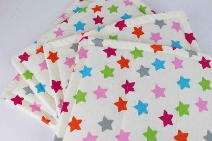 Bandagierunterlagen Creme mit bunten Sternen Shetty